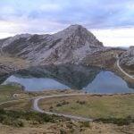 lagos de covadonga atardecer