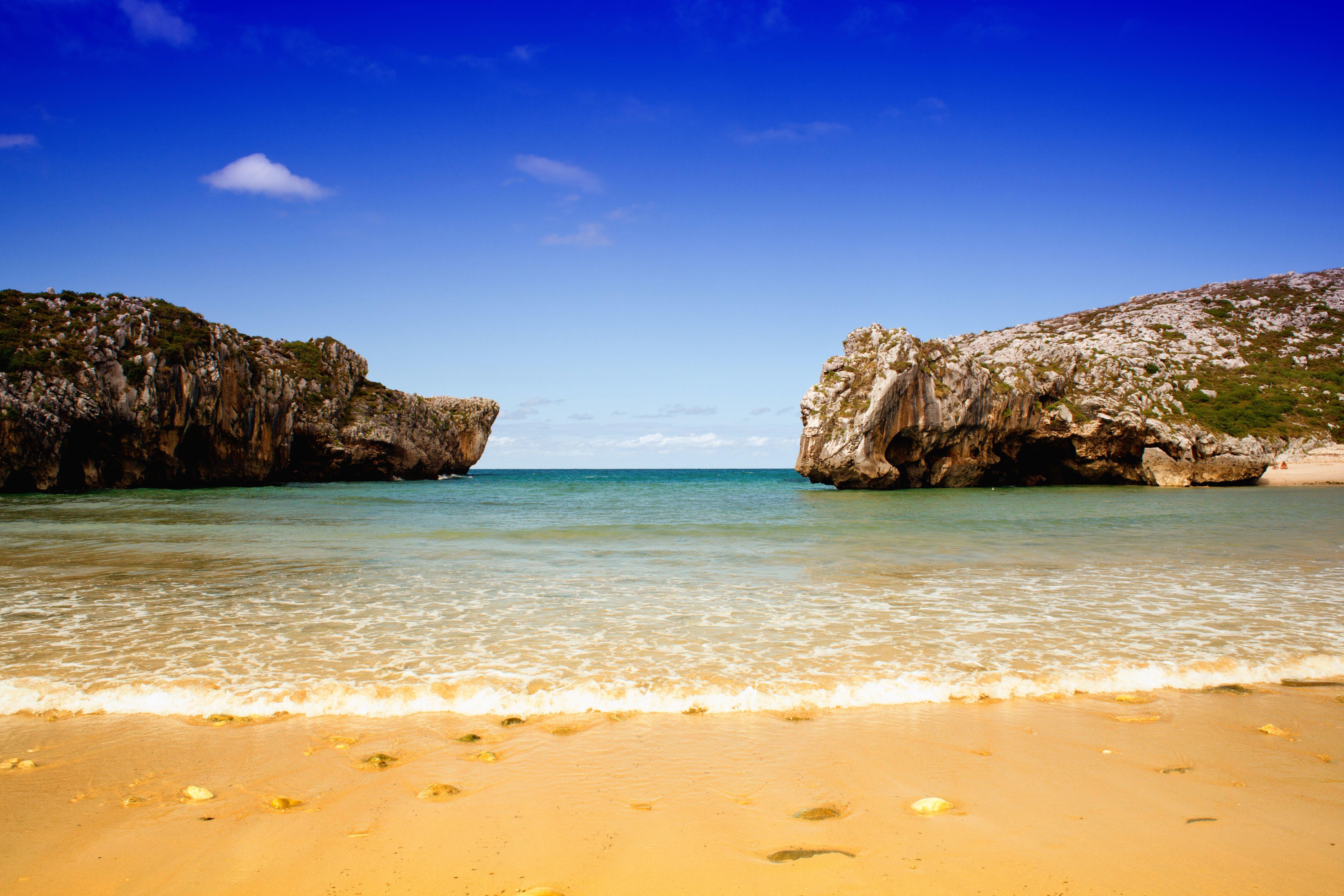 visitar playa cuevas de mar en llanes