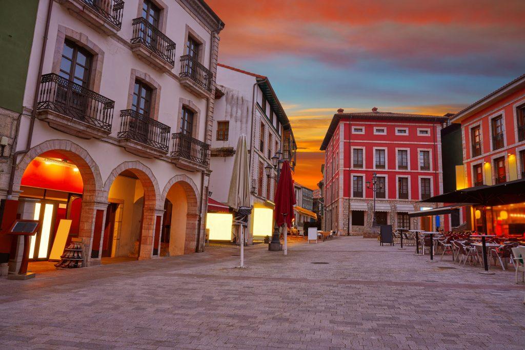 Plaza Parres Sobrino Llanes